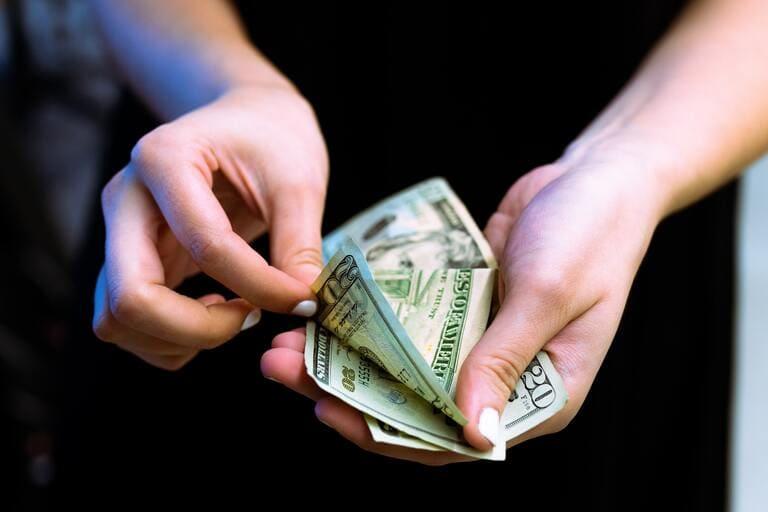 WOWOWの月額料金