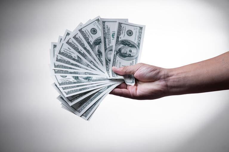 WOWOWの月額料金は2,530円(税込)