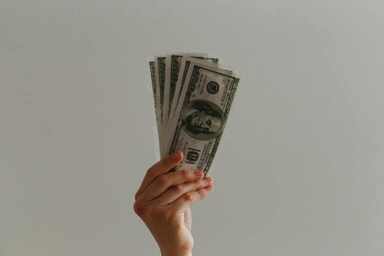 スカパー!の料金が高いと思う3つの理由とお得に利用する2つの方法
